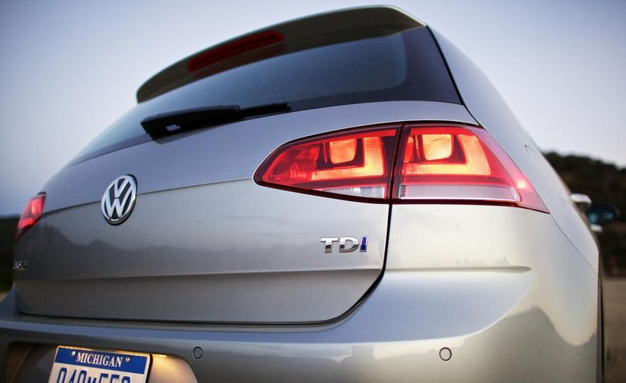 2015 Volkswagen Golf TDI - Slide 17