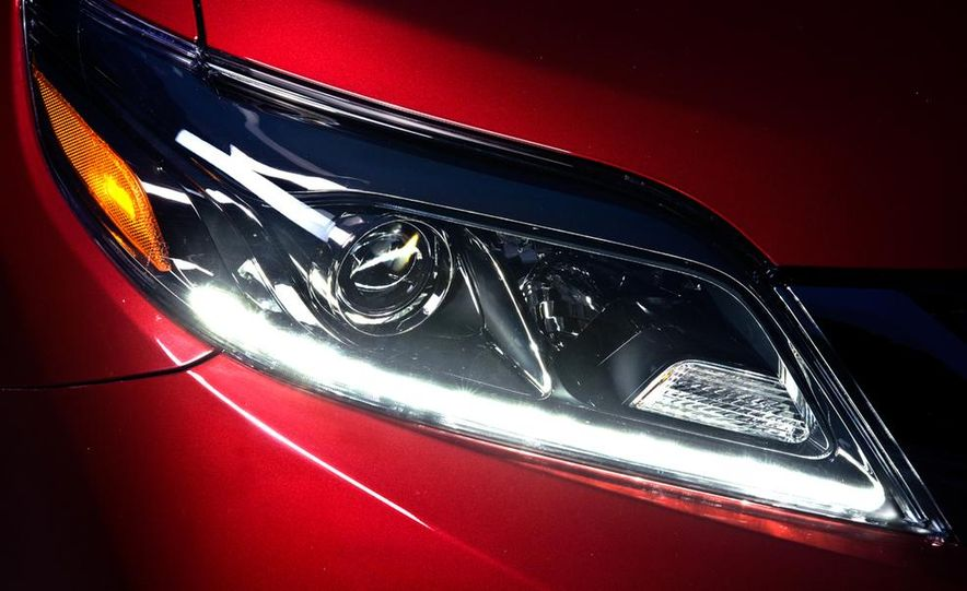 2015 Toyota Sienna SE - Slide 8