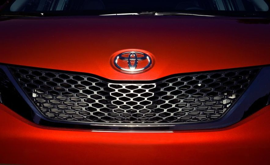 2015 Toyota Sienna SE - Slide 9