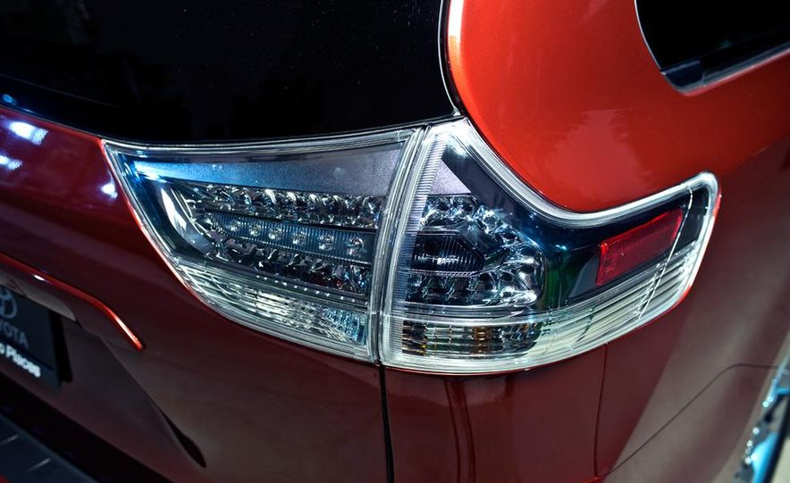 2015 Toyota Sienna SE - Slide 12