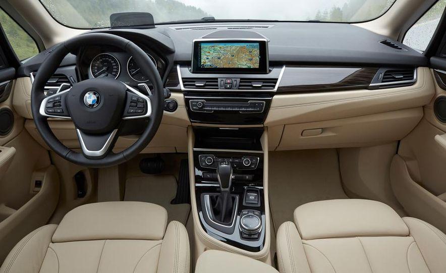 2015 BMW 225i Active Tourer (Euro-spec) - Slide 4