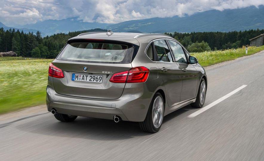 2015 BMW 225i Active Tourer (Euro-spec) - Slide 2