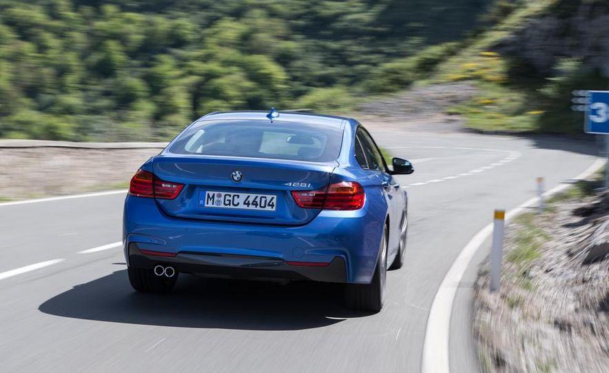 2015 BMW 225i Active Tourer (Euro-spec) - Slide 10
