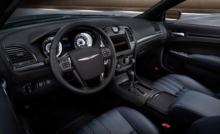 2015 Chrysler 200S V-6 AWD - Slide 9