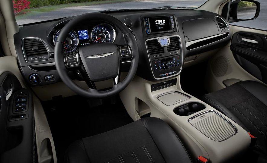 2015 Chrysler 200S V-6 AWD - Slide 14