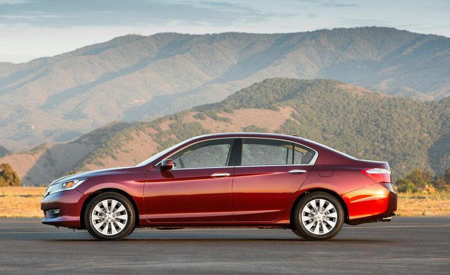 2014 Honda Accord EX-L V-6 sedan model shown - Slide 4