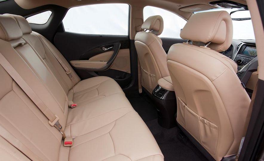 2014 Hyundai Accent hatchback and 2014 Hyundai Accent sedan models shown - Slide 8