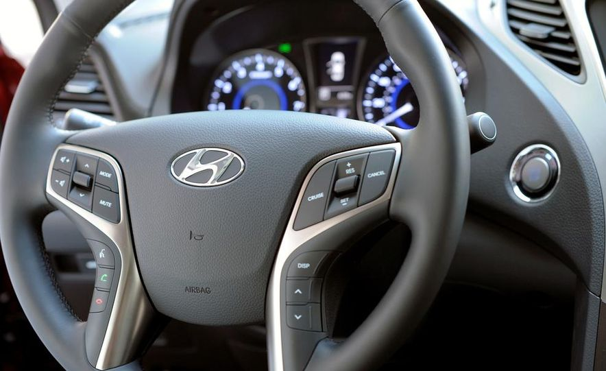 2014 Hyundai Accent hatchback and 2014 Hyundai Accent sedan models shown - Slide 9