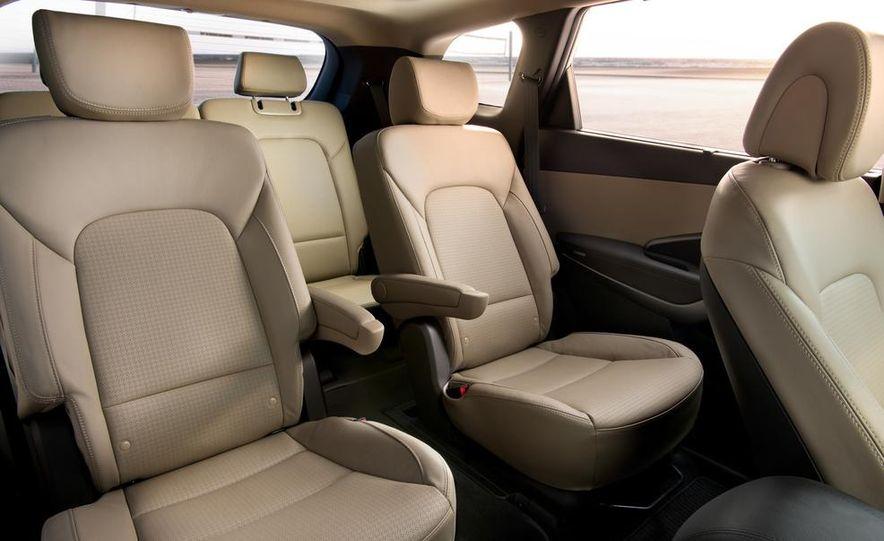 2014 Hyundai Accent hatchback and 2014 Hyundai Accent sedan models shown - Slide 35