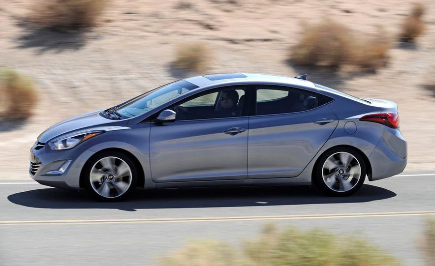 2014 Hyundai Accent hatchback and 2014 Hyundai Accent sedan models shown - Slide 11
