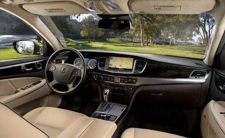 2014 Hyundai Accent hatchback and 2014 Hyundai Accent sedan models shown - Slide 19