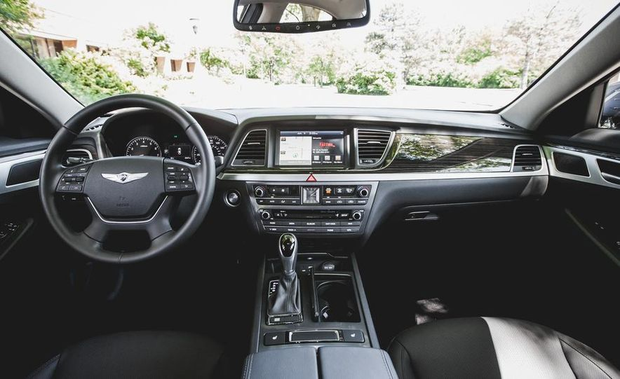 2014 Hyundai Accent hatchback and 2014 Hyundai Accent sedan models shown - Slide 24