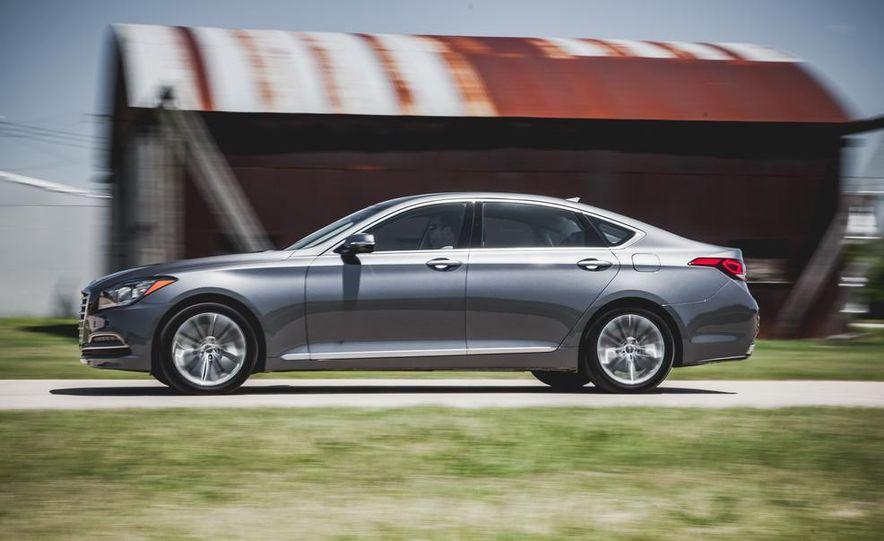 2014 Hyundai Accent hatchback and 2014 Hyundai Accent sedan models shown - Slide 22