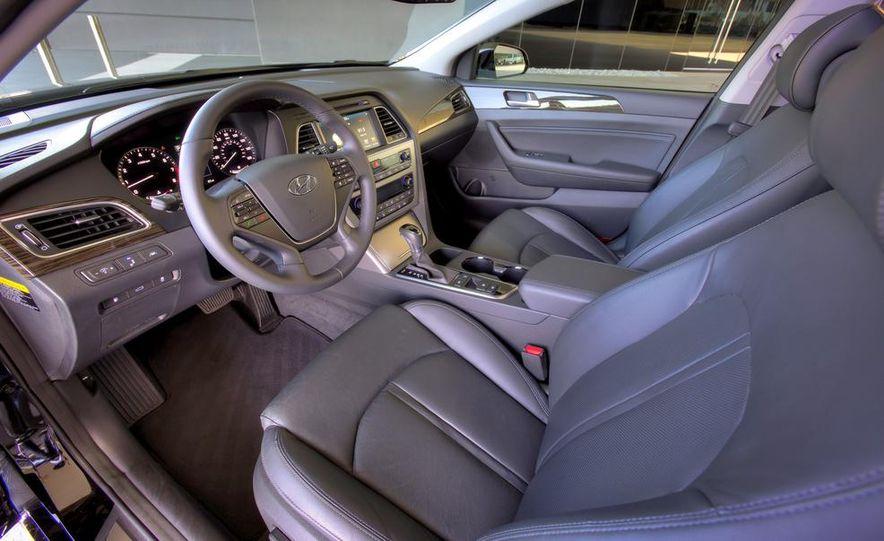 2014 Hyundai Accent hatchback and 2014 Hyundai Accent sedan models shown - Slide 42