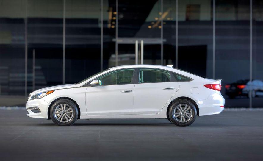 2014 Hyundai Accent hatchback and 2014 Hyundai Accent sedan models shown - Slide 44