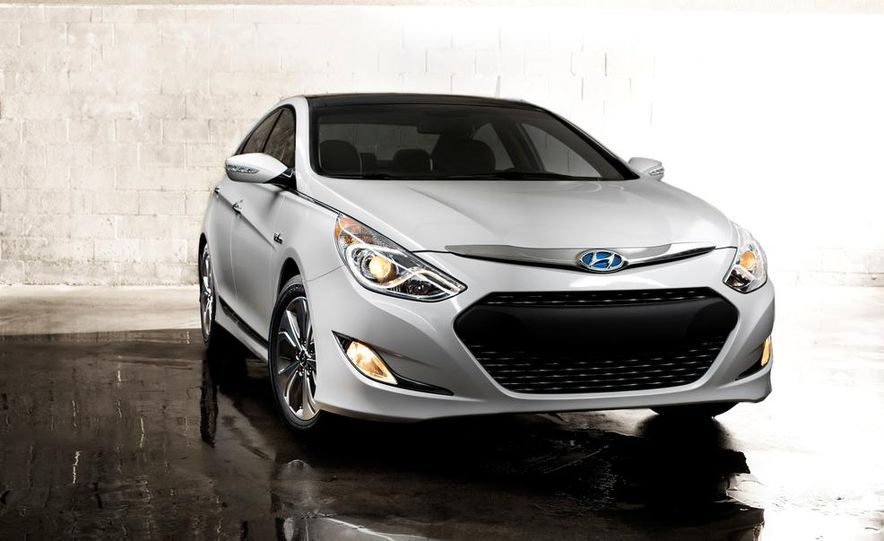 2014 Hyundai Accent hatchback and 2014 Hyundai Accent sedan models shown - Slide 50
