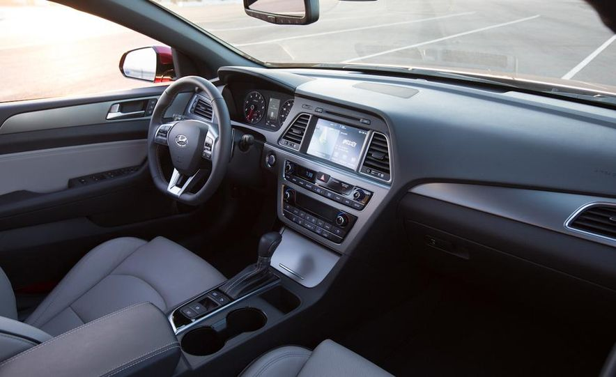 2014 Hyundai Accent hatchback and 2014 Hyundai Accent sedan models shown - Slide 49