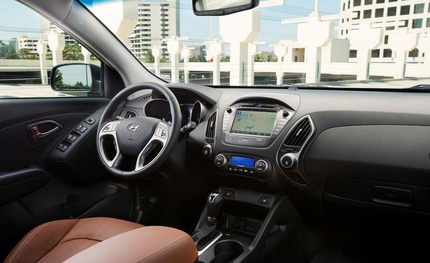 2014 Hyundai Accent hatchback and 2014 Hyundai Accent sedan models shown - Slide 58
