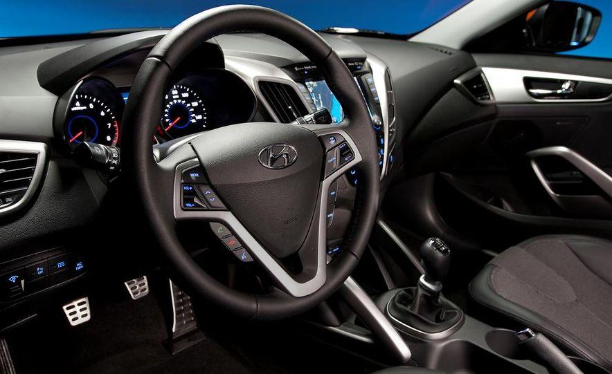 2014 Hyundai Accent hatchback and 2014 Hyundai Accent sedan models shown - Slide 63
