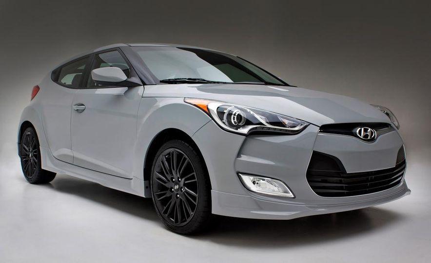 2014 Hyundai Accent hatchback and 2014 Hyundai Accent sedan models shown - Slide 62