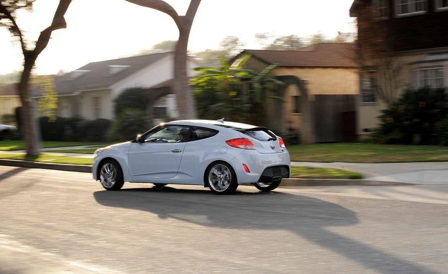 2014 Hyundai Accent hatchback and 2014 Hyundai Accent sedan models shown - Slide 65