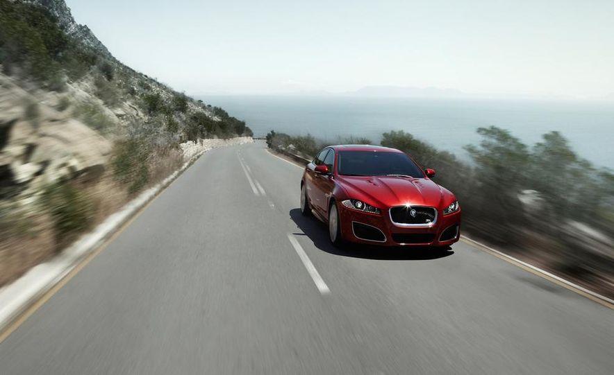 2015 Jaguar F-type R coupe - Slide 16