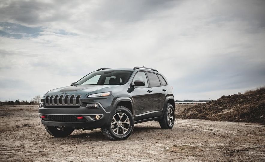 2014 Jeep Cherokee Trailhawk model shown - Slide 1