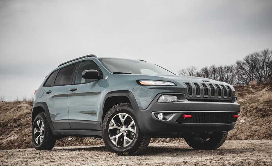 2014 Jeep Cherokee Trailhawk model shown - Slide 2