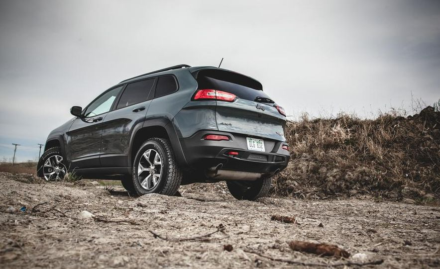 2014 Jeep Cherokee Trailhawk model shown - Slide 3