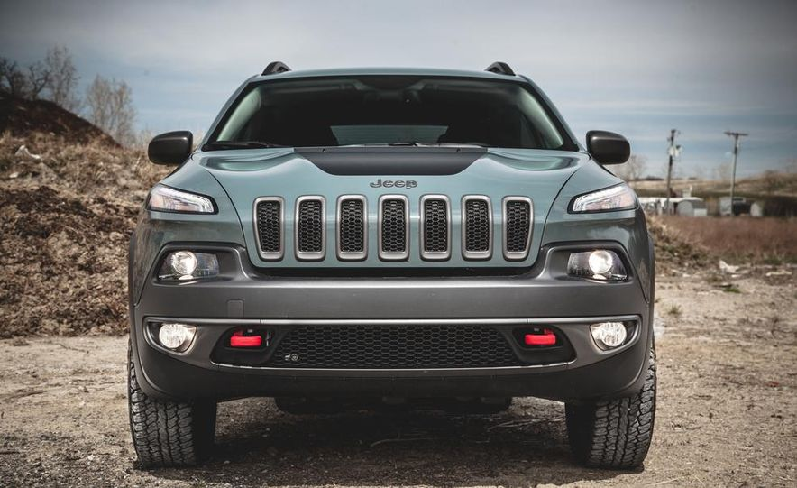 2014 Jeep Cherokee Trailhawk model shown - Slide 4