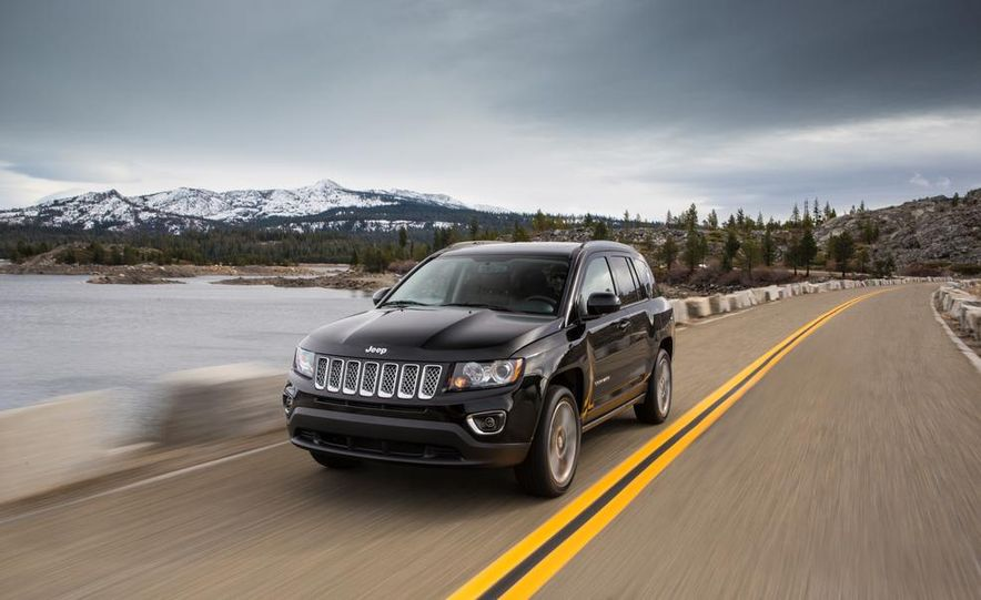2014 Jeep Cherokee Trailhawk model shown - Slide 6