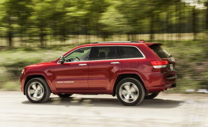 2014 Jeep Cherokee Trailhawk model shown - Slide 11