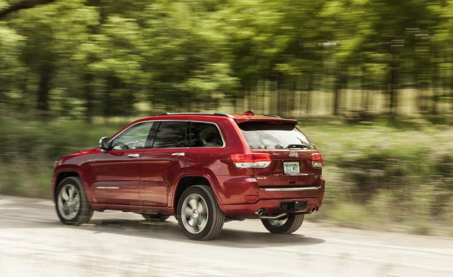 2014 Jeep Cherokee Trailhawk model shown - Slide 12