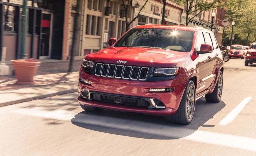 2014 Jeep Cherokee Trailhawk model shown - Slide 15