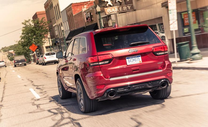 2014 Jeep Cherokee Trailhawk model shown - Slide 16
