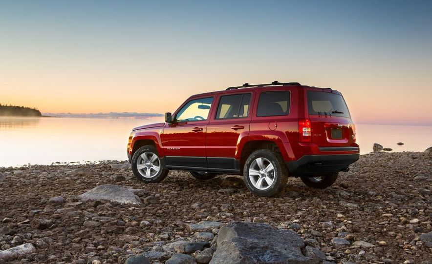 2014 Jeep Cherokee Trailhawk model shown - Slide 22