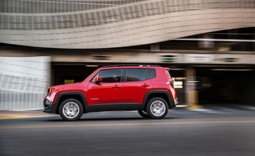 2014 Jeep Cherokee Trailhawk model shown - Slide 24