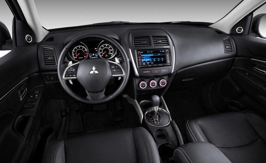 2014 Mitsubishi i-MiEV model shown - Slide 27
