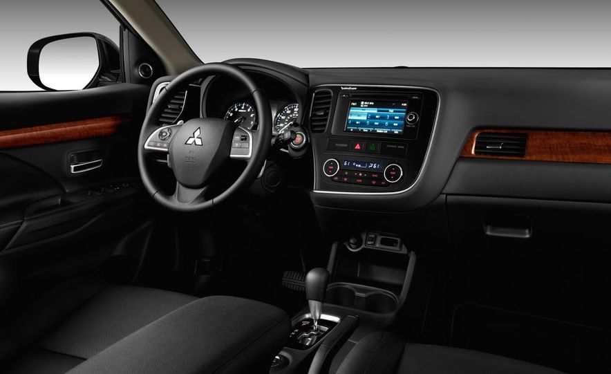 2014 Mitsubishi i-MiEV model shown - Slide 23