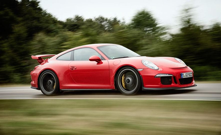 2014 Porsche 911 GT3 model shown - Slide 1