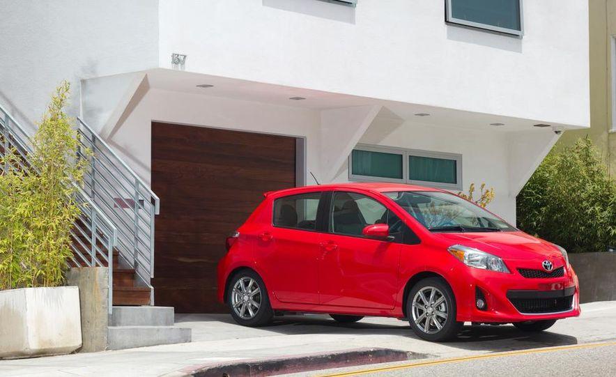 2015 Toyota Yaris - Slide 14