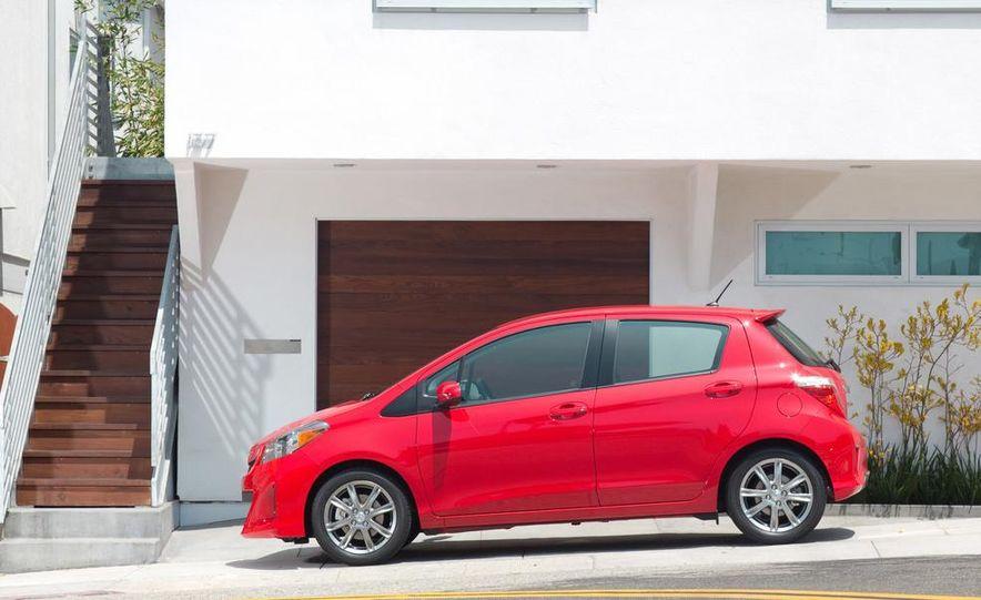2015 Toyota Yaris - Slide 15