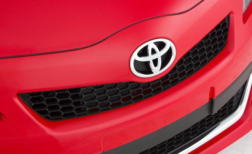2015 Toyota Yaris - Slide 18