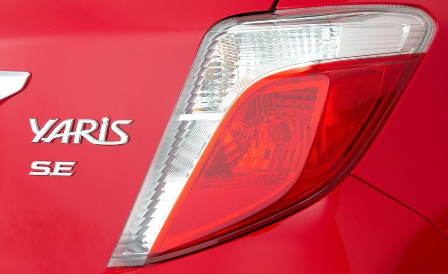 2015 Toyota Yaris - Slide 22
