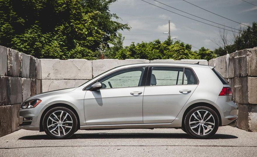 2014 Volkswagen Beetle GSR model shown - Slide 32