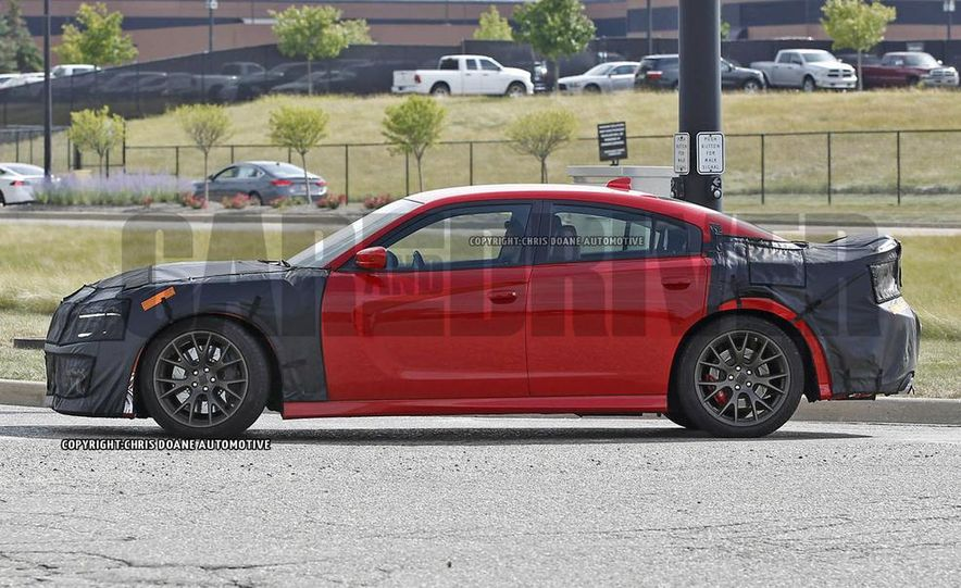 2015 Dodge Charger SRT Hellcat (spy photo) - Slide 4