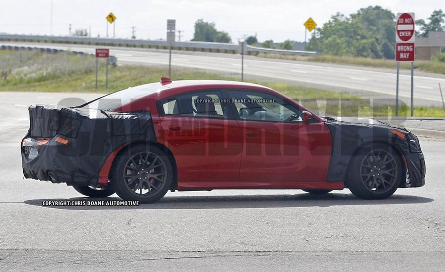 2015 Dodge Charger SRT Hellcat (spy photo) - Slide 5