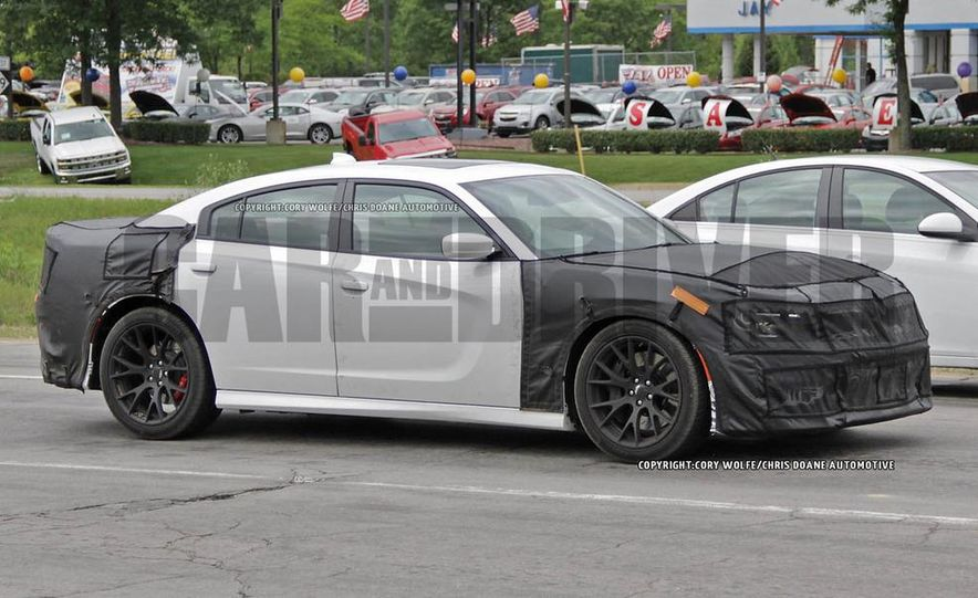 2015 Dodge Charger SRT Hellcat (spy photo) - Slide 10
