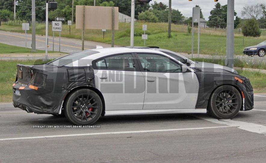 2015 Dodge Charger SRT Hellcat (spy photo) - Slide 11
