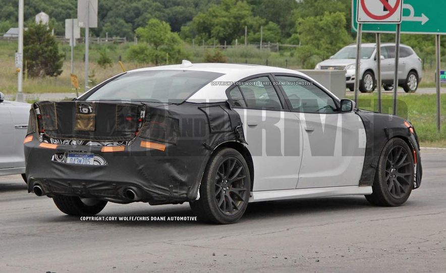 2015 Dodge Charger SRT Hellcat (spy photo) - Slide 12